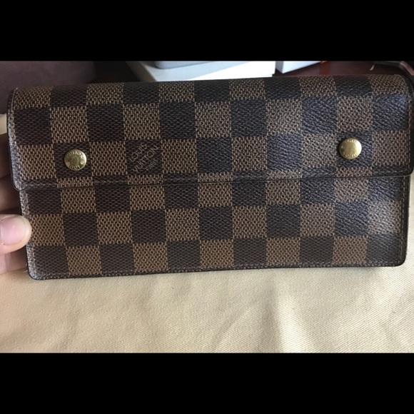 addadae05c8d Louis Vuitton Handbags - AUTHENTIC LOUIS VUITTON accordion WALLET checkbook